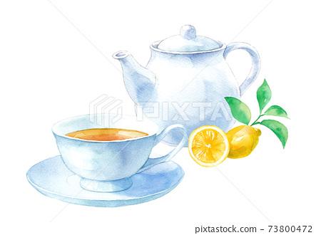 檸檬茶的水彩插圖。茶壺和茶杯碟。 (水彩痕跡矢量) 73800472