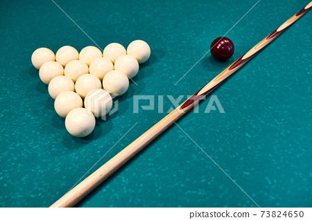 white snooker balls and cue on snooker table 73824650