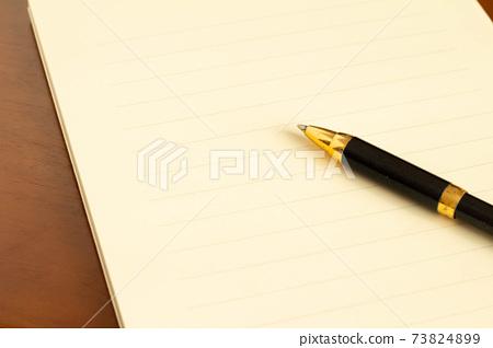 편지지와 볼펜 편지의 이미지 73824899