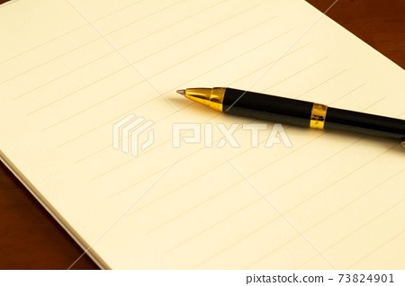 편지지와 볼펜 편지의 이미지 73824901