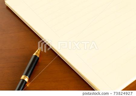 편지지와 볼펜 편지의 이미지 73824927