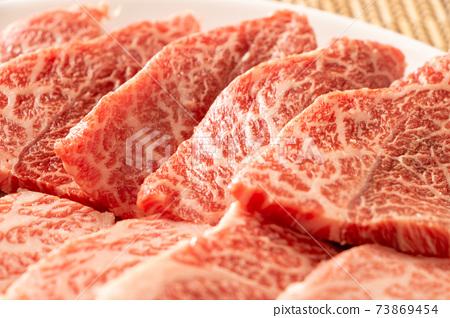 烤肉的什錦牛肉。三角玫瑰和刀片牛排。 73869454