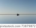 우유 니 소금 호수와 관광객을 태운 지프 73879872