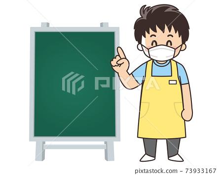 男性護理人員和黑板面具 73933167