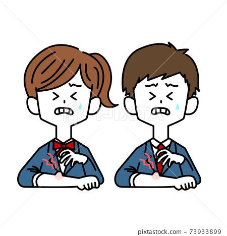 忍受昆蟲叮咬瘙癢的學生男女 73933899