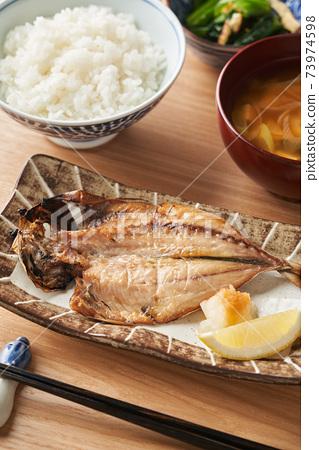 竹莢魚乾,米飯和味mis湯 73974598