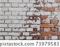 斑駁漆白的紅磚牆 73979583