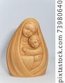 성모마리아와 아기예수 조각상 73980640