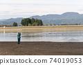 야마가타 현 徳良湖에서 조류를 촬영하는 여성 사진 작가 74019053