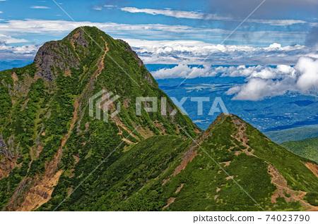 從八嶽山脈和赤岳攀登時看到的岳和中岳 74023790