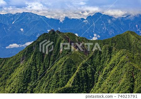 從爬山到八嶽山脈和赤山山時看到的宮根山和Kaikoma山 74023791
