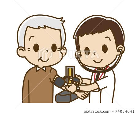 老人從一名男護士接受血壓測量 74034641