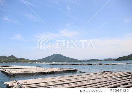 從福岡縣絲島半島唐津灣牡蠣養殖場看到的絲島富士Kayasan 74047489