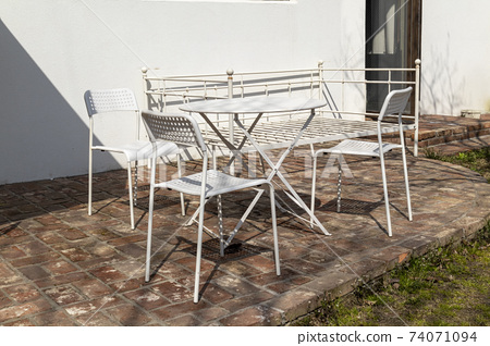 Interior table and chairs 74071094
