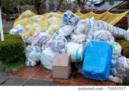 Raw garbage 74083557