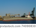Bulk carrier unloaded at the wharf 74090830