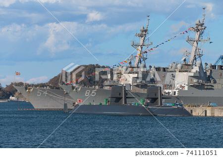 皇帝誕辰紀念日的橫須賀美國海軍基地和潛艇 74111051