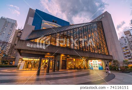 日本東京城市景觀,東京都劇院等的視圖。 74116151