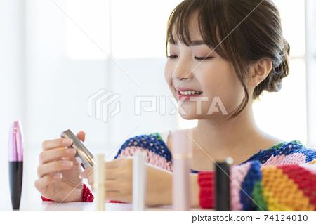Female makeup beauty 74124010