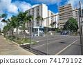 夏威夷威基基的一家商店因新的冠狀病毒的影響而關閉 74179192