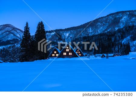《岐阜縣》積雪的白川鄉/冬季合掌祖村 74235380