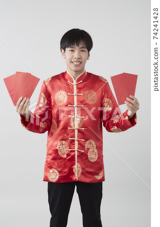 Chinese man with mandarin holding red envelope 74241428