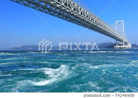 Onaruto橋和晴朗的天空下的漩渦 74246980
