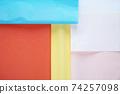 整齊地重疊的軟花紙的彩色背景 74257098