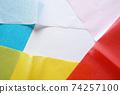 凌亂的重疊軟花紙的彩色背景 74257100