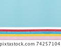 五顏六色的花紙和藍色繪圖紙下面的大型副本空間 74257104
