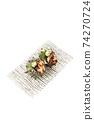 頭巾殼,方形盤子,白色背景,字符空間的兩個生魚片 74270724