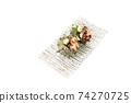 頭巾殼,方形盤子,白色背景,字符空間的兩個生魚片 74270725