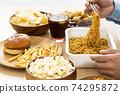垃圾食品小吃 74295872