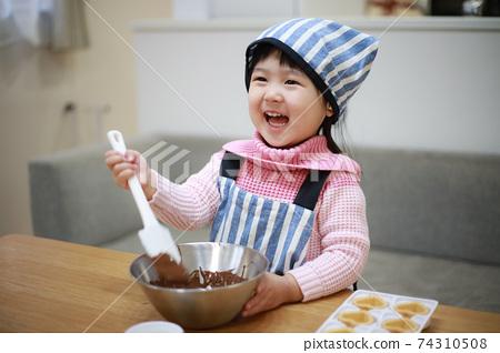 做甜點的女孩 74310508