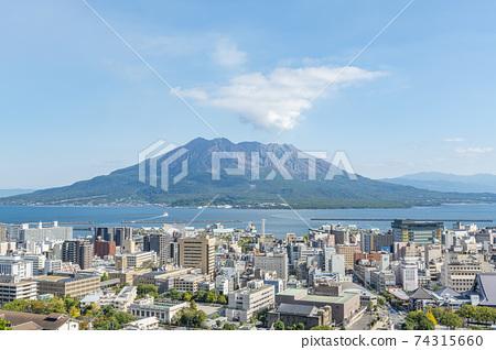 從鹿兒島縣鹿兒島市城山公園觀景台看到的櫻島天氣晴朗 74315660