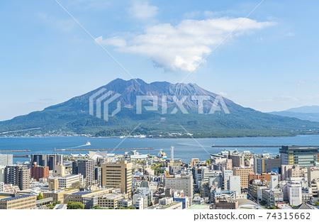 從鹿兒島縣鹿兒島市城山公園觀景台看到的櫻島天氣晴朗 74315662
