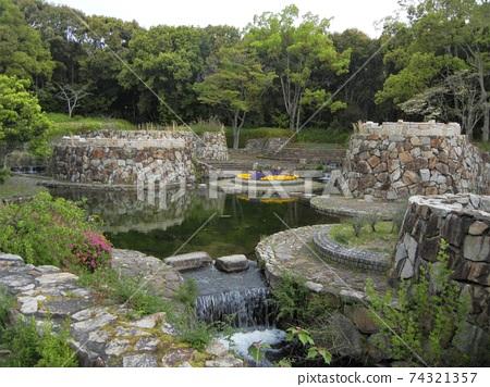 大阪府吹田市'70世博紀念公園的噴泉泉景 74321357