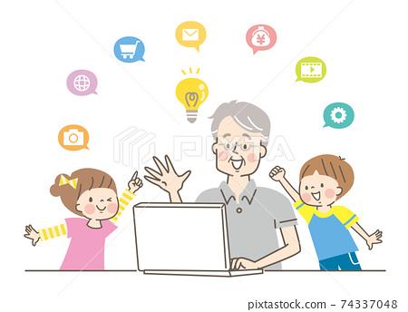 老人操作計算機和微笑的孫子 74337048