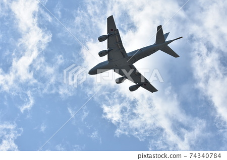 海上自衛隊P-1巡邏機在天上飛 74340784