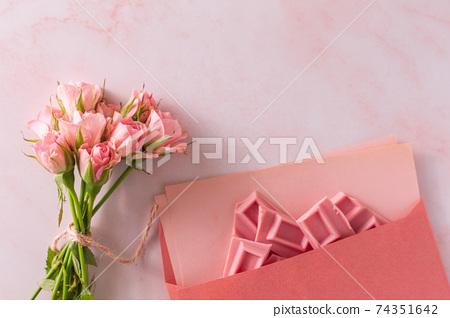 粉紅玫瑰和巧克力粉的香味 74351642