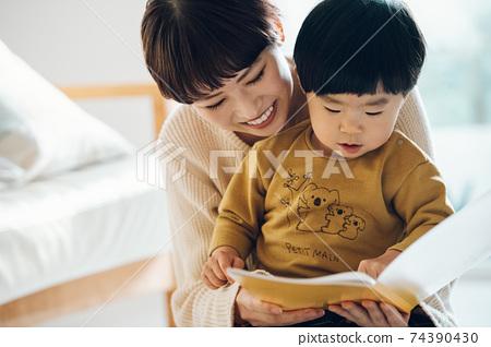 男孩和母親的形象/育兒/在家育兒 74390430