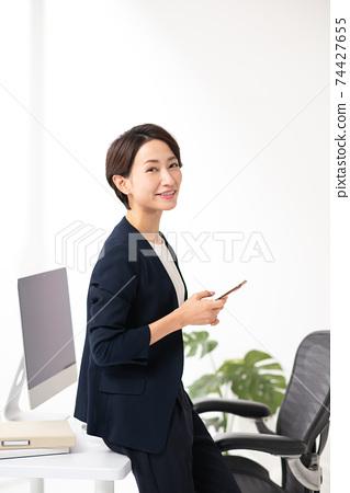 女商人辦公室圖像 74427655
