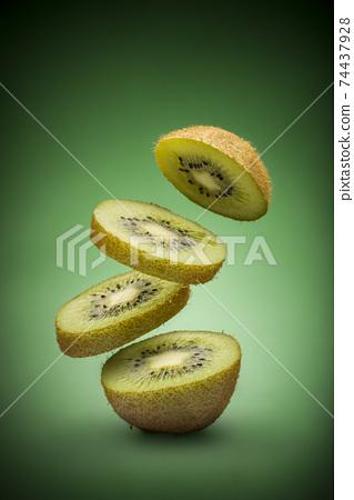 Kiwi fruits 74437928