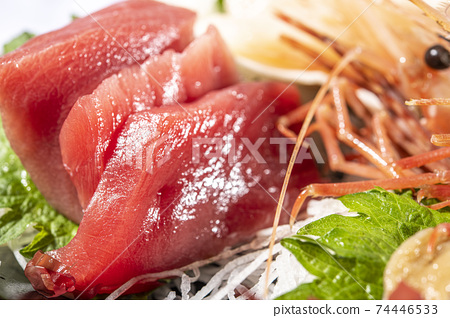 Fresh and delicious tuna sashimi 74446533