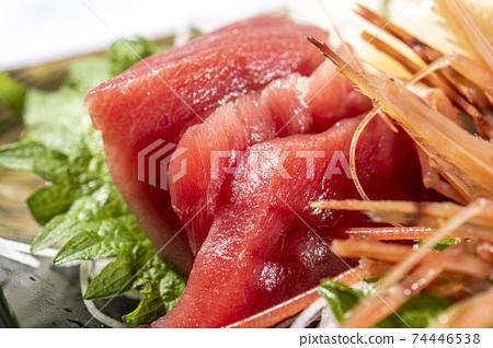 Fresh and delicious tuna sashimi 74446538