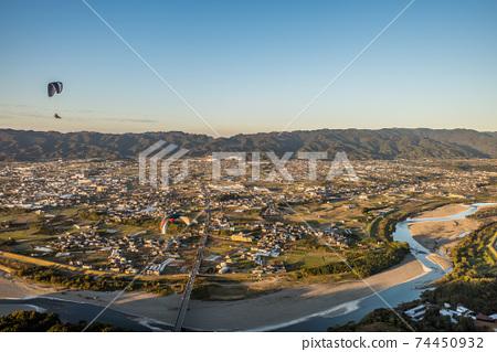 和歌山縣奇諾川市滑翔傘飛越竹橋的鳥瞰圖 74450932