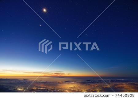 후지산 · 宝永山에서보기 고 텐바의 야경과 떠오르는 달 · 금성 · 오리온 74460909