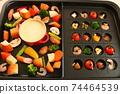 家庭晚餐,在熱板上配阿吉洛和奶酪火鍋 74464539
