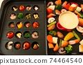 家庭晚餐,在熱板上配阿吉洛和奶酪火鍋 74464540