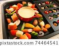 家庭晚餐,在熱板上配阿吉洛和奶酪火鍋 74464541